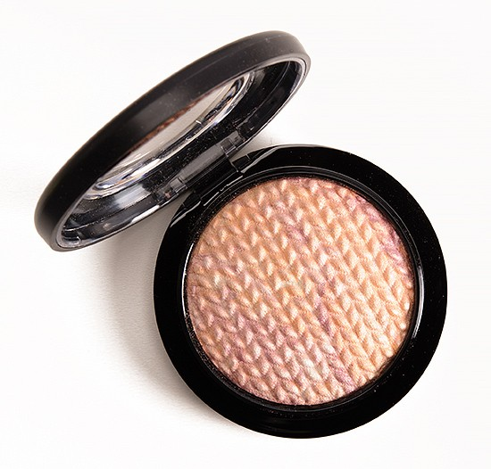 MAC Mineralize Highlighting Powder